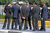 Trabalhadores em segurança, São Paulo. 2004. Foto de Juca martins.