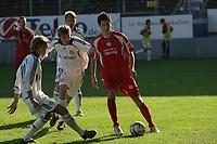 Oliver Heil (FSV Mainz 05) wird von Alex Buch und Bjˆrn Kopplin (FC Bayern M¸nchen) bedr‰ngt