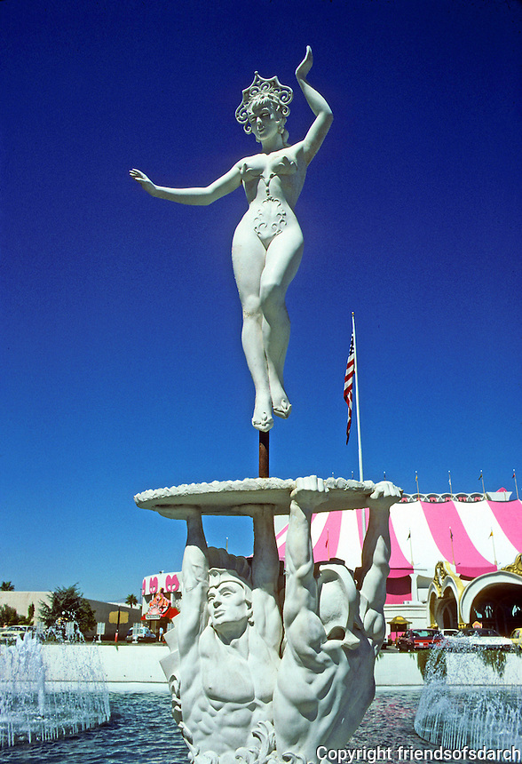 Las Vegas: Circus Circus--sculpture. Photo '79.