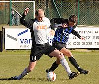 SV Kortrijk - Blauwvoet Otegem ..duel tussen Gauthier Vandenbulcke (links) en Michiel Vansteenkiste (rechts)..foto VDB / BART VANDENBROUCKE