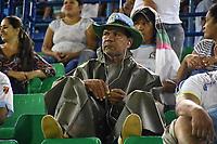 MONTERIA - COLOMBIA, 06-04-2018: Un hincha del Jaguares observa a su equipo durante partido entre Jaguares FC y Envigado FC  por la fecha 13 de la Liga Aguila I 2018 jugado en el estadio Municipal de Monteria. / Fan of Jaguares watch his team during the match between Jaguares FC and Envigado FC for the date 13 of the Liga Aguila I 2018 at the Municipal de Monteria Stadium in Monteria city. Photo: VizzorImage / Andres Felipe Lopez / Cont