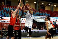 31-03-2021: Basketbal: Donar Groningen v ZZ Feyenoord: Groningen , Donar speler Davonte Lacy op weg naar score links Feyenoord speler Jeroen van der List