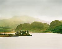 Schottland, westliche Highlands. Loch Long bei Dornie, Landschaft, Natur, Grossbritannien, Europa, 2002; QF; <br /> <br /> Scotland, western Highlands. Loch Long near Dornie.<br /> <br /> (Bildtechnik: sRGB, <br /> 161.31 MByte vorhanden)