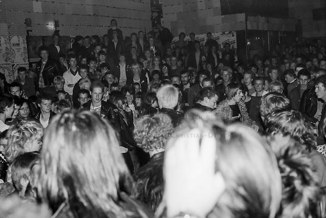 """Auftritt der Hamburger Punkband Slime 1980 im Hamburger Club """"Rampe"""". Mit aufgetreten sind u.a. die Punkband """"The Buttocks"""".<br /> 1980, Hamburg<br /> Copyright: Christian-Ditsch.de<br /> [Inhaltsveraendernde Manipulation des Fotos nur nach ausdruecklicher Genehmigung des Fotografen. Vereinbarungen ueber Abtretung von Persoenlichkeitsrechten/Model Release der abgebildeten Person/Personen liegen nicht vor. NO MODEL RELEASE! Nur fuer Redaktionelle Zwecke. Don't publish without copyright Christian-Ditsch.de, Veroeffentlichung nur mit Fotografennennung, sowie gegen Honorar, MwSt. und Beleg. Konto: I N G - D i B a, IBAN DE58500105175400192269, BIC INGDDEFFXXX, Kontakt: post@christian-ditsch.de<br /> Bei der Bearbeitung der Dateiinformationen darf die Urheberkennzeichnung in den EXIF- und  IPTC-Daten nicht entfernt werden, diese sind in digitalen Medien nach §95c UrhG rechtlich geschuetzt. Der Urhebervermerk wird gemaess §13 UrhG verlangt.] Auftritt der Hamburger Punkband Slime am 28. Mai 1981 im Hamburger Club """"Rampe"""". Mit aufgetreten sind u.a. die Punkband """"The Buttocks"""".<br /> 28.5.1981, Hamburg<br /> Copyright: Christian-Ditsch.de<br /> [Inhaltsveraendernde Manipulation des Fotos nur nach ausdruecklicher Genehmigung des Fotografen. Vereinbarungen ueber Abtretung von Persoenlichkeitsrechten/Model Release der abgebildeten Person/Personen liegen nicht vor. NO MODEL RELEASE! Nur fuer Redaktionelle Zwecke. Don't publish without copyright Christian-Ditsch.de, Veroeffentlichung nur mit Fotografennennung, sowie gegen Honorar, MwSt. und Beleg. Konto: I N G - D i B a, IBAN DE58500105175400192269, BIC INGDDEFFXXX, Kontakt: post@christian-ditsch.de<br /> Bei der Bearbeitung der Dateiinformationen darf die Urheberkennzeichnung in den EXIF- und  IPTC-Daten nicht entfernt werden, diese sind in digitalen Medien nach §95c UrhG rechtlich geschuetzt. Der Urhebervermerk wird gemaess §13 UrhG verlangt.]"""