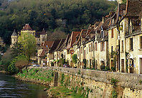 Perigord, France, Dordogne, La Roque Gageac, Aquitaine, Europe, The medieval village of La Roque Gageac is nestled under limestone cliffs along bank of the Dordogne River.