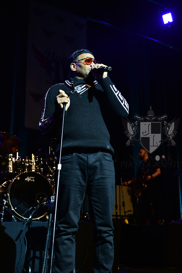 MIAMI, FLORIDA - FEBRUARY 08: R&B singer and songwriter Avant performs on stage during the Pre Valentine's Love R&B Tour at James L. Knight Center on February 08, 2020 in Miami, Florida.  ( Photo by Johnny Louis / jlnphotography.com )