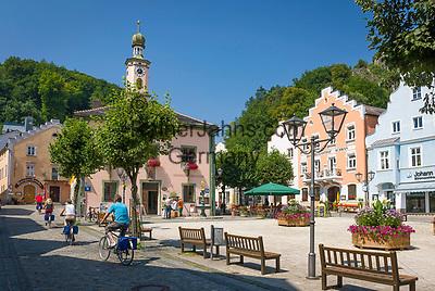 Deutschland, Bayern, Niederbayern, Naturpark Altmuehltal, Riedenburg: das alte Rathaus in der Altstadt   Germany, Lower Bavaria, Natur Park Altmuehl Valley, Riedenburg: Old Townhall in centre
