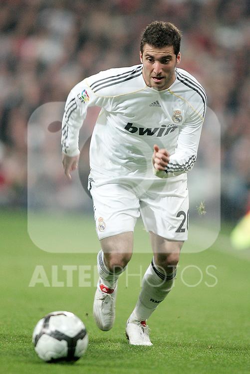 Real Madrid's Gonzalo Higuain during La Liga match. March 28, 2010. (ALTERPHOTOS/Alvaro Hernandez)