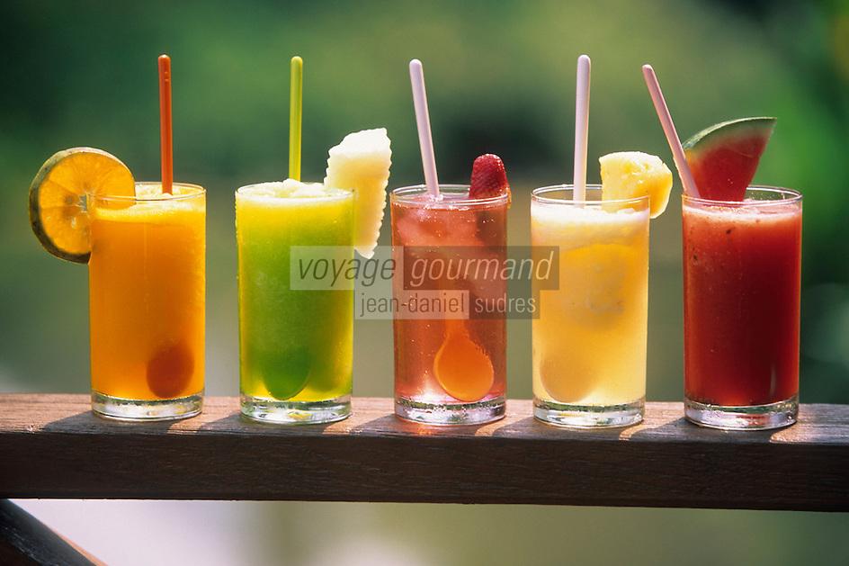 """Asie/Thaïlande/Env de Chiang Mai : 5 jus de fruits frais orange, cantaloup, fraise, ananas et pastèque à la """"Suan Bua Thani Resort"""""""
