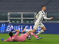 Football Soccer: UEFA Champions League -Round of 16 2nd leg Juventus vs FC Porto, Allianz Stadium. Turin, Italy, March 9, 2021.<br /> Juventus' Cristiano Ronaldo (R) in action with Porto's goalkeeper Agustin Marchesin (L) during the Uefa Champions League football soccer match between Juventus and Porto at Allianz Stadium in Turin, on March 9, 2021.<br /> UPDATE IMAGES PRESS/Isabella Bonotto