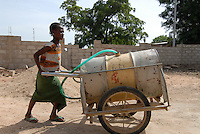 "Afrika Westafrika Burkina Faso , Maedchen holt Wasser in einem Fass auf Ziehwagen. -  Wasser xagndaz | .Africa west-africa Burkina Faso Stadt Po , girl transport drinking water in old oil drum on wagon .| [ copyright (c) Joerg Boethling / agenda , Veroeffentlichung nur gegen Honorar und Belegexemplar an / publication only with royalties and copy to:  agenda PG   Rothestr. 66   Germany D-22765 Hamburg   ph. ++49 40 391 907 14   e-mail: boethling@agenda-fototext.de   www.agenda-fototext.de   Bank: Hamburger Sparkasse  BLZ 200 505 50  Kto. 1281 120 178   IBAN: DE96 2005 0550 1281 1201 78   BIC: ""HASPDEHH"" ,  WEITERE MOTIVE ZU DIESEM THEMA SIND VORHANDEN!! MORE PICTURES ON THIS SUBJECT AVAILABLE!! ] [#0,26,121#]"