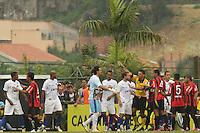 CURITIBA, PR, 16 DE OUTUBRO DE 2012 – ATLÉTICO-PR X AVAÍ – Jogadores do Atlético-PR e do Avaí se desentendem durante partida válida pela 30ª rodada da Série B do Campeonato Brasileiro 2012. O jogo aconteceu na tarde de terça (16), no Estádio Janguito Malluceli, em Curitiba. (FOTO: ROBERTO DZIURA JR./ BRAZIL PHOTO PRESS)