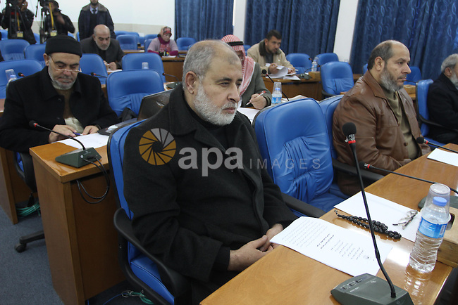 Members of the Palestinian Legislative Council, attend the meeting at the Legislative Council, in Gaza City on Dec. 18, 2013. Photo by Mohammed Asad