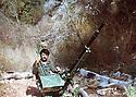 Lebanon 1980 .Beirut: In a Palestinian camp, Azad Sagerma and an anti-aircraft gun.<br /> Liban 1980.Beyrouth: Dans un camp palestinian, entrainement de Azad Sagerma