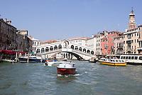 Vista del Canal Grande a Venezia. Sullo sfondo, il Ponte di Rialto.<br /> View of the Grand Canal in Venice. In background, the Rialto Bridge.<br /> UPDATE IMAGES PRESS/Riccardo De Luca