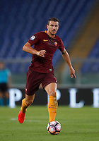 Calcio, Serie A: Roma, stadio Olimpico, 21 settembre 2016.<br /> Roma's Edin Dzeko in action during the Serie A soccer match between Roma and Crotone at Rome's Olympic stadium, 21 September 2016. Roma won 4-0.<br /> UPDATE IMAGES PRESS/Isabella Bonotto