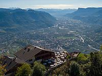 Panorama, Hochmuth am Meraner Höhenweg, Algund bei Meran, Region Südtirol-Bozen, Italien, Europa<br /> Panorama, Hochmuth at Hiking trail Merano High Route,  Lagundo near Merano, Region South Tyrol-Bolzano, Italy, Europe