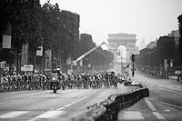 peloton thundering at high speed across the Champs-Elysées<br /> <br /> Tour de France 2013<br /> (final) stage 21: Versailles - Paris Champs-Elysées<br /> 133,5km