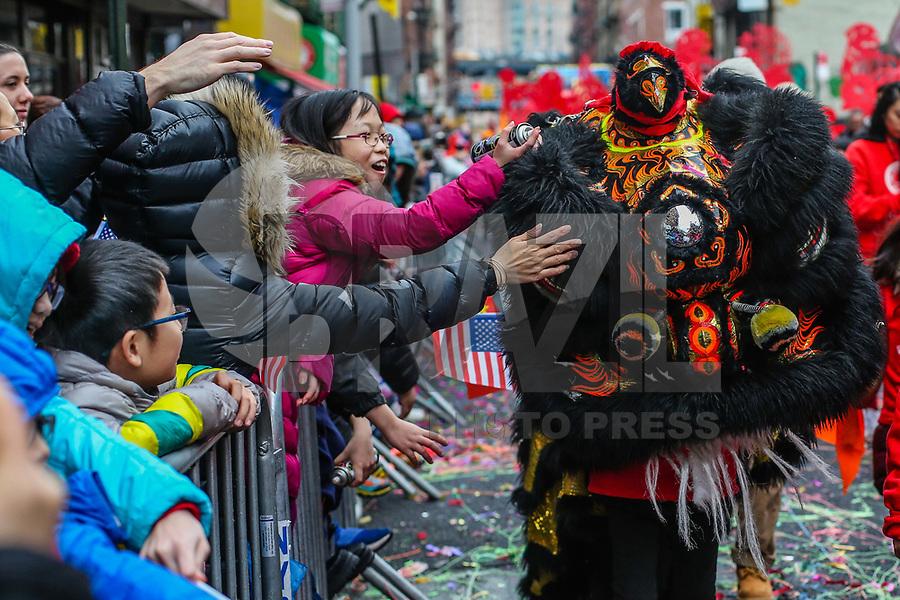 NOVA YORK,EUA, 25.02.2018 - CHINES-EUA - Desfile do Ano Novo chines Lunar realizado na Chinatown em Nova York nos Estados Unidos em 2018 é o Ano do Cão de acordo com o sistema chinês do zodíaco dos doze animais. (Foto: Vanessa Carvalho/Brazil Photo Press)