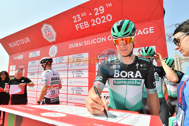 Bora-Hansgrohe at sign on before Stage 1 of the UAE Tour 2020 running 148km from The Pointe to Dubai Silicon Oasis, Dubai. 23rd February 2020.<br /> Picture: LaPresse/Massimo Paolone | Cyclefile<br /> <br /> All photos usage must carry mandatory copyright credit (© Cyclefile | LaPresse/Massimo Paolone)