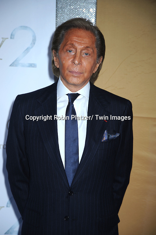 """Valentino posing for photographers at the world premiere of """"Sex and the City 2"""" on May 24, 2010 at Radio City Music Hall in New York City."""