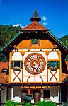 Deutschland, Baden-Wuerttemberg, Schwarzwald, Triberg-Schonachbach: weltgroesste Kuckucksuhr | Germany, Baden-Wuerttemberg, Black Forest, Triberg-Schonachbach: world's largest cuckoo clock