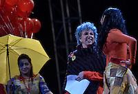 BOGOTÁ-COLOMBIA-19-04-2014. Aspecto de los fuegos pirotécnicos durante la clausura del XIV Festival Iberoamericano de Teatro de Bogotá 2014 realizado en el Parque Nacional./  Aspect of the fireworks during decommissioning of the XIV Ibero-American Theater Festival of Bogota 2014 performed at National Park in Bogota.  Photo: VizzorImage/ Gabriel Aponte /Staff