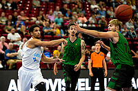 GRONINGEN - Basketbal, Donar - Groen Uilen, voorbereiding seizoen 2021-2022, 21-08-2021,  Donar speler Leon Williams met Arthur Stouthamer
