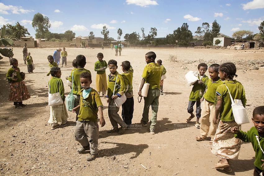Eritrea. Debub province. Addi Bezhamis. Small village. School children, wearing green unforms, walk back home.  © 2006 Didier Ruef
