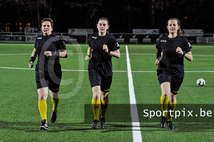 assistant referee Ella De Vries , referee Viki De Cremer , assistant referee Joline Delcroix pictured before a female soccer game between  Racing Genk Ladies and Standard Femina on the 13 th matchday of the 2020 - 2021 season of Belgian Scooore Womens Super League , friday 5 th of february 2021  in Genk , Belgium . PHOTO SPORTPIX.BE | SPP | STIJN AUDOOREN