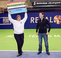 18-12-10, Tennis, Rotterdam, Reaal Tennis Masters 2010, Honzik Pavel wordt uitgeroepen tot tennistrainer van het jaar