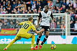Geoffrey Kondogbia of Valencia CF (R) fights for the ball with Samuel Castillejo Azuaga, Samu Castillejo, of Villarreal CF (L) during the La Liga 2017-18 match between Valencia CF and Villarreal CF at Estadio de Mestalla on 23 December 2017 in Valencia, Spain. Photo by Maria Jose Segovia Carmona / Power Sport Images