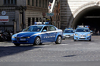 Italian police cars running on the set of the film Mission Impossible 7 shot in Via Nazionale. <br /> Rome (Italy), October 9th 2020<br /> Photo Samantha Zucchi Insidefoto