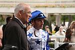 11/09/2011, Winning jockey, Gérald Mossé, debriefing the race Qatar Prix Niel, horse : Reliable Man, with trainer Alain de Royer Dupré