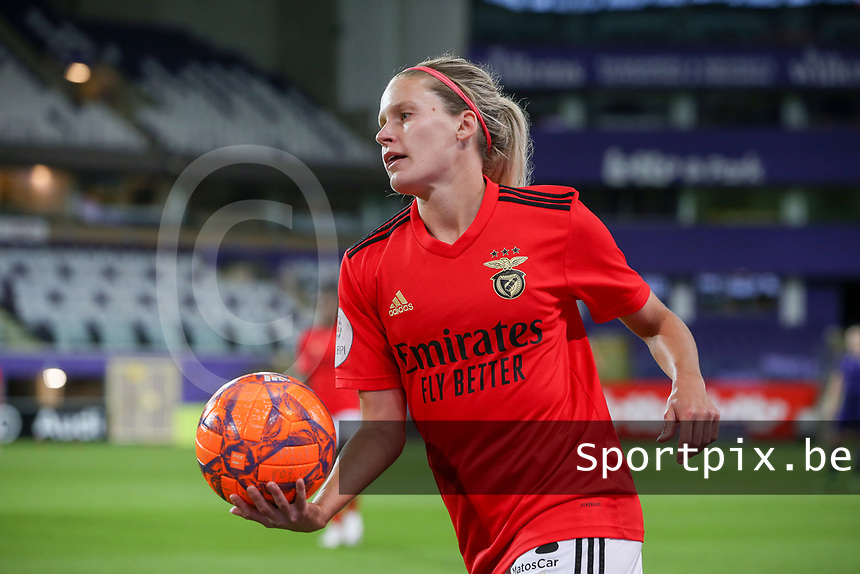Cloé Zoé Eyja Lacasse (20 Benfica) with the ball during a female soccer game between RSC Anderlecht Dames and Portugese Benfica Ladies  in the second qualifying round for the Uefa Womens Champions League of the 2020 - 2021 season , Wednesday 18 th of November 2020  in ANDERLECHT , Belgium . PHOTO SPORTPIX.BE | SPP | SEVIL OKTEM