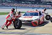 Monster Energy NASCAR Cup Series<br /> GEICO 500<br /> Talladega Superspeedway, Talladega, AL USA<br /> Sunday 7 May 2017<br /> Matt Kenseth, Joe Gibbs Racing, Circle K Toyota Camry, makes a pit stop<br /> World Copyright: John K Harrelson<br /> LAT Images<br /> ref: Digital Image 17TAL1jh_04881