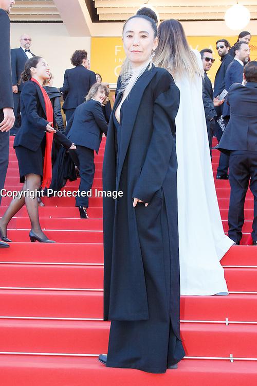 Naomi Kawase arrive sur le tapis rouge pour la projection du film 'Bacalaureat' lors du 69ème Festival du Film à Cannes le jeudi 19 mai 2016.
