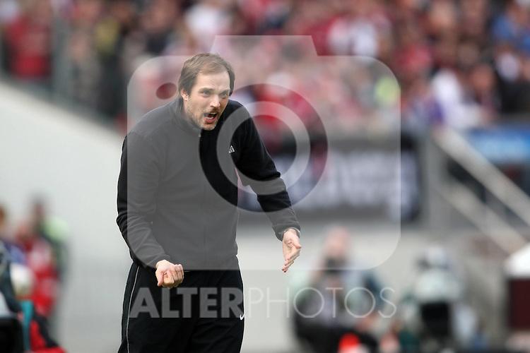 03.04.2010, easyCredit Stadion, Nuernberg, GER, 1. FBL, 1 FC Nuernberg vs 1 FSV Mainz 05, im Bild: ..Trainer Thomas Tuchel (Mainz) gibt Kommandos und Handzeichen..Foto © nph / news