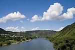 Europa, DEU, Deutschland, Rheinland Pfalz, Mosel, Moseltal, Kobern, Fluss, Mosel, Flusslandschaft, Moseltal, Berge, Kategorien und Themen, Natur, Umwelt, Landschaft, Jahreszeiten, Stimmungen, Landschaftsfotografie, Landschaften, Landschaftsphoto, Landschaftsphotographie, Tourismus, Touristik, Touristisch, Touristisches, Urlaub, Reisen, Reisen, Ferien, Urlaubsreise, Freizeit, Reise, Reiseziele, Ferienziele......[Fuer die Nutzung gelten die jeweils gueltigen Allgemeinen Liefer-und Geschaeftsbedingungen. Nutzung nur gegen Verwendungsmeldung und Nachweis. Download der AGB unter http://www.image-box.com oder werden auf Anfrage zugesendet. Freigabe ist vorher erforderlich. Jede Nutzung des Fotos ist honorarpflichtig gemaess derzeit gueltiger MFM Liste - Kontakt, Uwe Schmid-Fotografie, Duisburg, Tel. (+49).2065.677997, ..archiv@image-box.com, www.image-box.com]