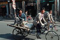 China, Peking, Lastrad in der Qian Men Straße