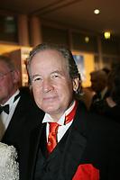 Moderator Max Schautzer