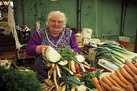 Europe/Pologne/Varsovie: Le marché de la halle Mirowska - Marchande de légumes