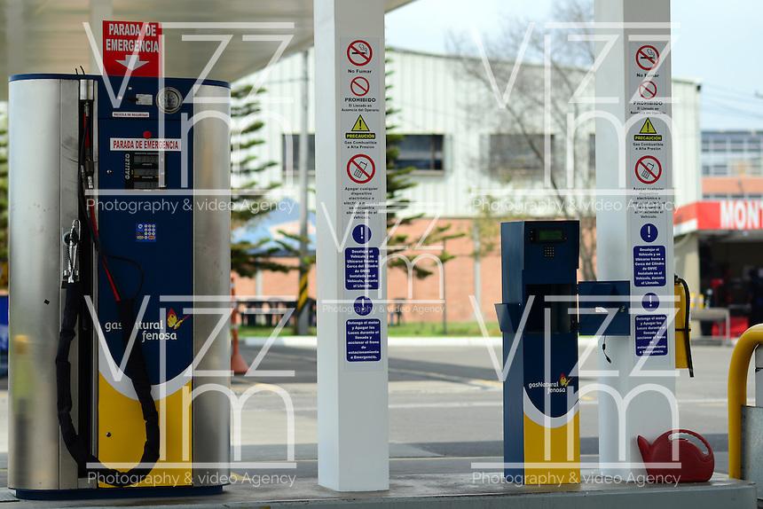 BOGOTÁ-COLOMBIA-14-01-2013. Estación de gas natural vehícular./ Natural gas vehicle station.  Photo: VizzorImage/STR