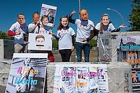 """Zum Tag der Pressefreiheit, am Samstag den 3. Mai 2014, hat die Europaeische Buergerinitiative fuer Medienpluralismus vor dem Bundeskanzleramt eine Kundgebung fuer Pressefreiheit und Medienpluralismus abgehalten.<br /> Mit der Aktion sollte an die Notwendigkeit der Presse- und Meinungsfreiheit in Deutschland und Europa erinnert werden. """"Ohne freie Medien kann es keine wirkliche Demokratie geben"""" so eine Sprecherin der Initiative.<br /> In Deutschland wird die Kampagne unter anderem unterstuetzt vom Deutschen Journalisten-Verband (DJV), der Deutschen Journalistinnen- und Journalisten-Union (DJU) in ver.di und dem Netzwerk fuer Osteuropa-Berichterstattung (n-ost). Die Initiative hat das Ziel europaweit eine Millionen Unterschriften zu sammeln, um einen Gesetzgebungsentwurf fuer eine bessere Einhaltung der Medienpluralitaet, der Presse- sowie der Meinungsfreiheit an die EU-Kommission zu stellen.<br /> Im Bild: Die Kundgebungsteilnehmer tragen Masken mit den Gesichtern von Mediengroessen wie Rupert Murdoch (2.vl.) Bundeskanzlerin Angela Merkel (3.vl.), dem russischen Praesident Wladimir Putin (2.vr.), dem verurteilten italienischen ex-Praesident Silvio Berlusconi (1.vl.), dem englischen Premierminister David Cameron (4.vl.), dem franzoesischen Regierungschef Francoise Hollande und dem franzoesischen ex-Premier Nicola Sarkozy (1.vr.).<br /> 3.5.2014, Berlin<br /> Copyright: Christian-Ditsch.de<br /> [Inhaltsveraendernde Manipulation des Fotos nur nach ausdruecklicher Genehmigung des Fotografen. Vereinbarungen ueber Abtretung von Persoenlichkeitsrechten/Model Release der abgebildeten Person/Personen liegen nicht vor. NO MODEL RELEASE! Don't publish without copyright Christian-Ditsch.de, Veroeffentlichung nur mit Fotografennennung, sowie gegen Honorar, MwSt. und Beleg. Konto:, I N G - D i B a, IBAN DE58500105175400192269, BIC INGDDEFFXXX, Kontakt: post@christian-ditsch.de<br /> Urhebervermerk wird gemaess Paragraph 13 UHG verlangt.]"""