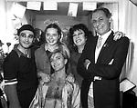 RENZO ARBORE CON ISABELLA ROSSELLINI E LE SORELLE BANDIERA<br /> ROMA 1980