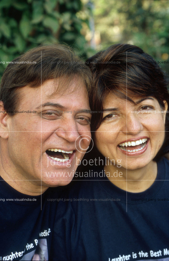 INDIA Mumbai Bombay, laughter yoga founder Doc Maidan Kataria with his wife Madhuri in laughter club / INDIEN Mumbai Bombay, Lachclub, Dr. Maidan Kataria und seine Frau Madhuri, Begruender des Lachyoga