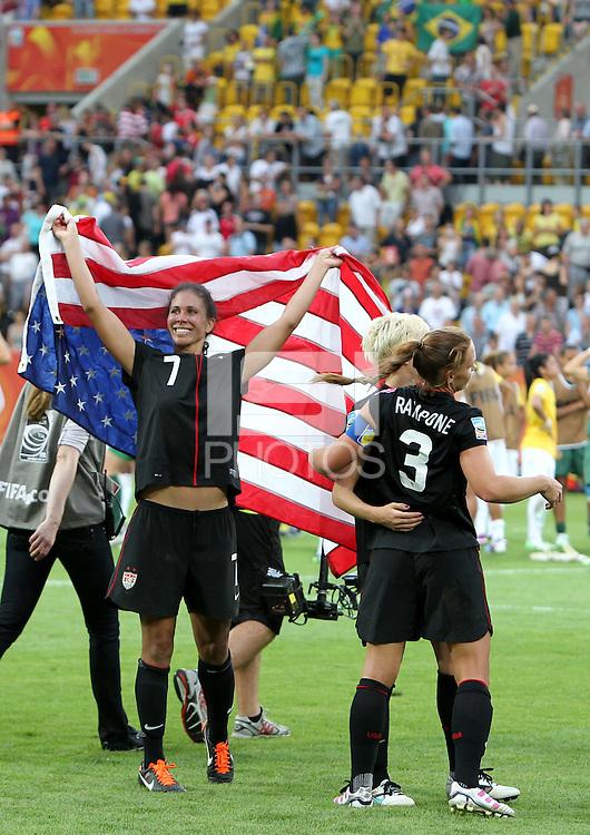 Dresden , 100711 , FIFA / Frauen Weltmeisterschaft 2011 / Womens Worldcup 2011 , Viertelfinale ,  .Brasilien (BRA) gegen USA  .Shannon Boxx (USA) jubelt über den Einzug ins Halbfinale nach Elfmeterschiessen .Foto:Karina Hessland .