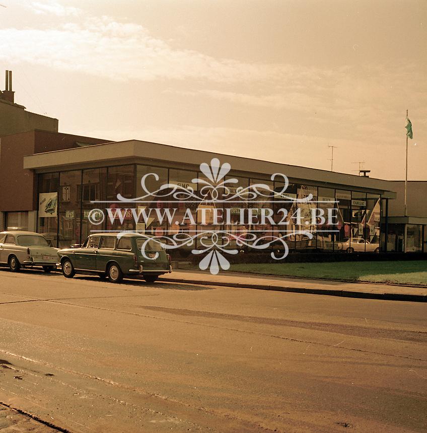 Oktober 1966. Opel garage.