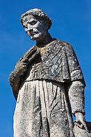 Europe/France/Midi-Pyrénées/12/Aveyron/Estaing:  Sur le pont gothique Statue de François d'Estaing , évèque de Rodez,