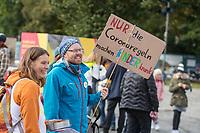 """Mit Plueschtieren als Symbol fuer eine angebliche """"pysiche und psychische Schaedigung unsere Kinder durch die Corona-Maßnahmen"""" protestierten Corona-Leugner und Impfgegner unter dem Motto """"Haende weg von unseren Kinder"""" am Montag den 19. Oktober 2020 in Berlin. Dabei wurden Schilder mit der Aufschrift """"Ihr seid Verbrecher, Finger weg von unseren Kindern"""", """"Nur die Coronaregeln machen unsere Kinder krank"""" (im Bild) und """"Maske ist Folter"""" gehalten. Manche der Kuscheltiere hatten eine Maske mit dem Spruch """"I can't breath"""" der antirassistischen Blick Lives Matter-Bewegung um.<br /> 19.10.2020, Berlin<br /> Copyright: Christian-Ditsch.de"""